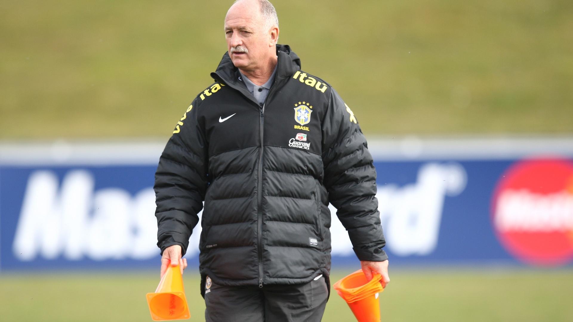 20.mar.2013 - O técnico Luiz Felipe Scolari comanda treino da seleção brasileira nesta quarta-feira em Genebra, na Suíça