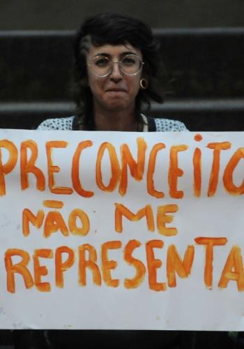 20.mar.2013 - Protesto contra a indicação do pastor Marco Feliciano para a CDH (Comissão de Direitos Humanos) da Câmara do Governo Federal, no centro de Florianópolis (SC), nesta quarta-feira (20)