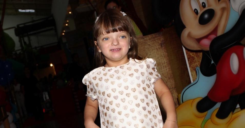 20.mar.2013 - Rafaella Justus prestigiou o aniversário de Emmo e Vitória, filhos de Emerson Fittipaldi