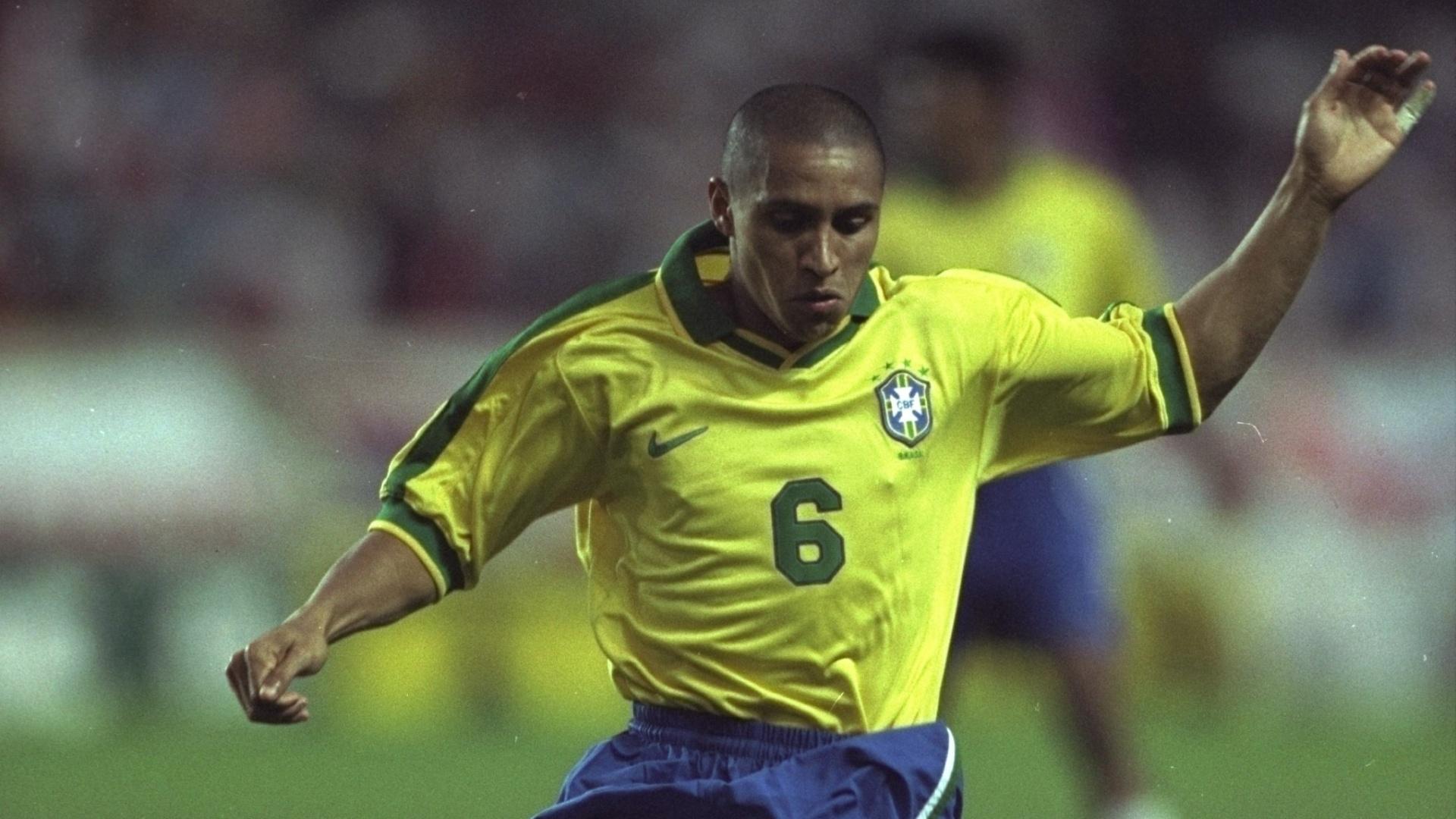 O lateral-esquerdo Roberto Carlos foi titular em todos os jogos do Torneio da França e marcou o gol do empate contra os donos da casa