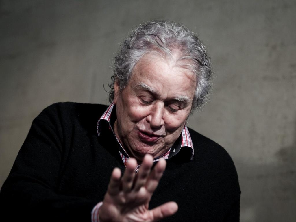 21/03/2013 - Juvenal Juvêncio, presidente do São Paulo, recebe o UOL Esporte na sala do presidente no Morumbi para conceder entrevista