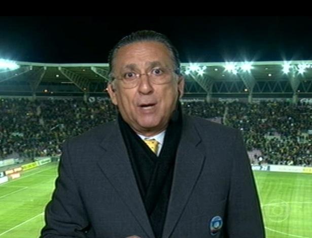 21.mar.2013 - Narrador Galvão Bueno, da TV Globo, durante a transmissão do amistoso Brasil x Itália, em Genebra, na Suíça