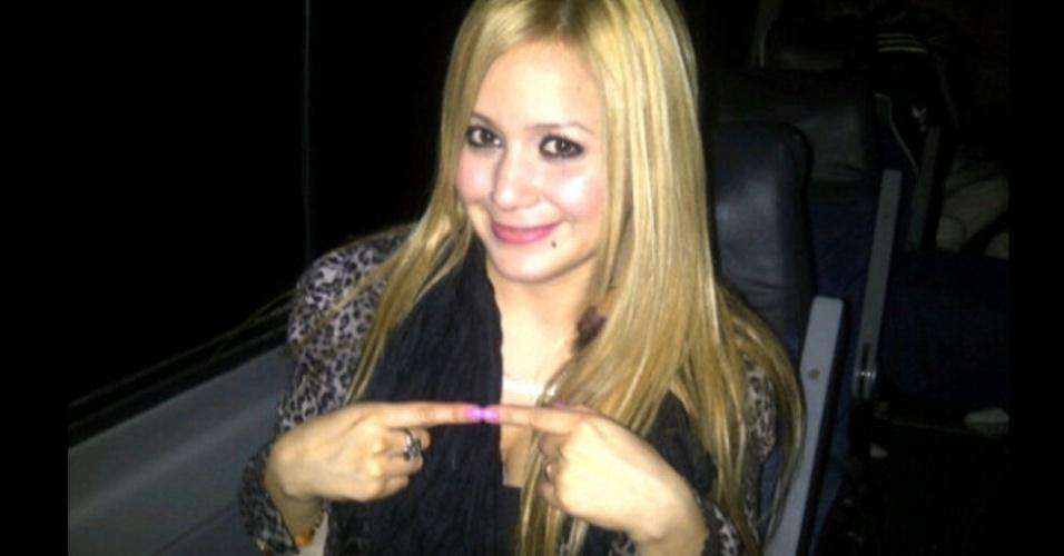 A cantora Karine Tejeda seria o pivô do final do casamento de Kun Agüero com Giannina, filha de Maradona, que a teria contratado para animar o pai com um show