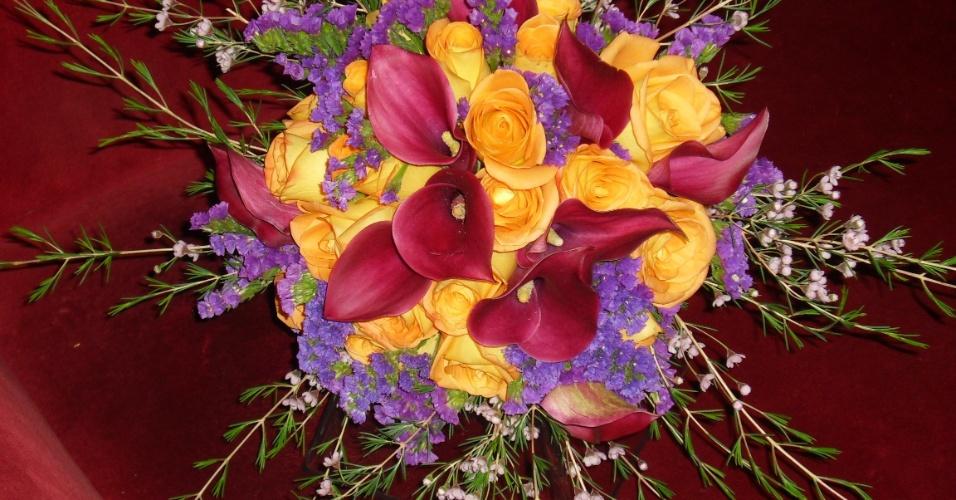 Arranjo de rosas e callas; por R$450,00, no Hangar de Flores (www.hangardeflores.com.br). Preço pesquisado em março de 2013 e sujeito a alterações