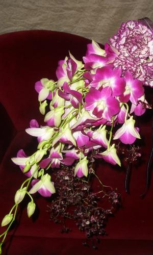 Buquê de orquídeas e cravos; por R$450,00, no Hangar de Flores (www.hangardeflores.com.br). Preço pesquisado em março de 2013 e sujeito a alterações