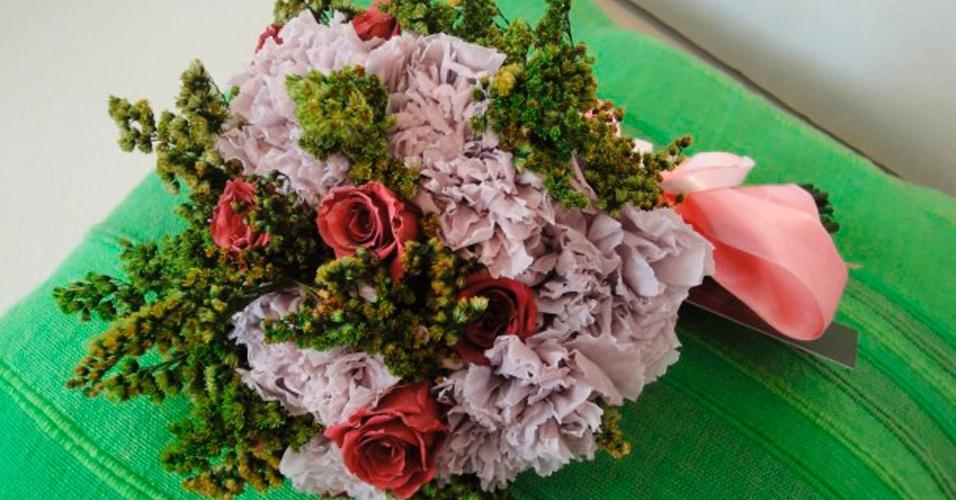 Flores preservadas de cravos, rosas e solidago; a partir de R$ 500,00, na Fleur d'Épices (www.fleurdepices.com.br). Preço pesquisado em março de 2013 e sujeito a alterações