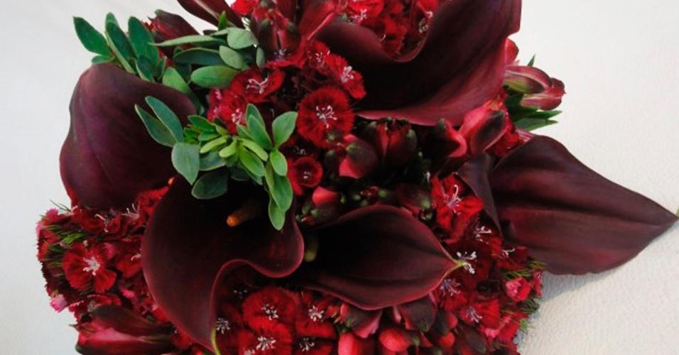 Sweet william, callas e alstroemérias; a partir de R$ 450,00, na Fleur d'Épices (www.fleurdepices.com.br). Preço pesquisado em março de 2013 e sujeito a alterações