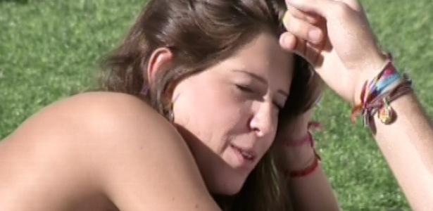 22.mar.2013 - Andressa toma sol ao lado de Nasser e fala sobre as belezas de sua cidade no Paraná