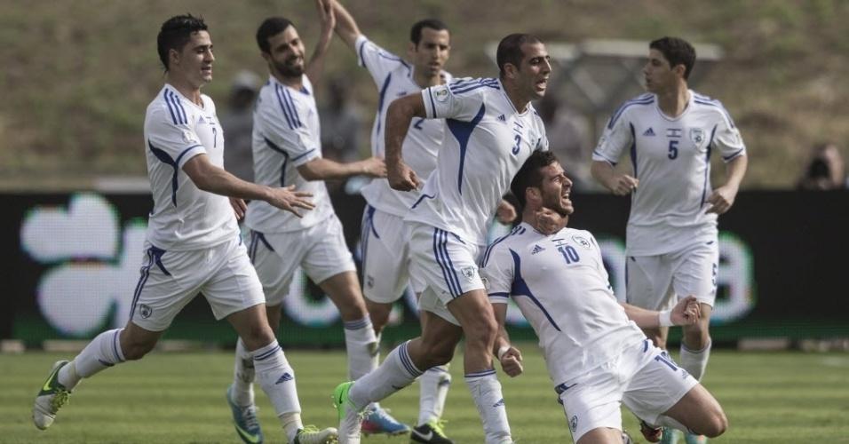 22.mar.2013 - Hemed, camisa 10, comemora o gol de empate de Israel na partida contra Portugal, pelas eliminatórias europeias