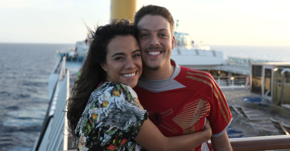 22.mar.2013 - Miá Mello e Fábio Porchat à bordo do navio Costa Favolosa, onde é filmado a comédia romântica