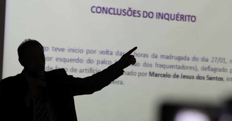 22.mar.2013 - O delegado Marcelo Arigony apresenta as conclusões do inquérito sobre o incêndio que matou 241 pessoas na boate Kiss, em Santa Maria (RS). A polícia responsabilizou 28 pessoas pessoas pela tragédia