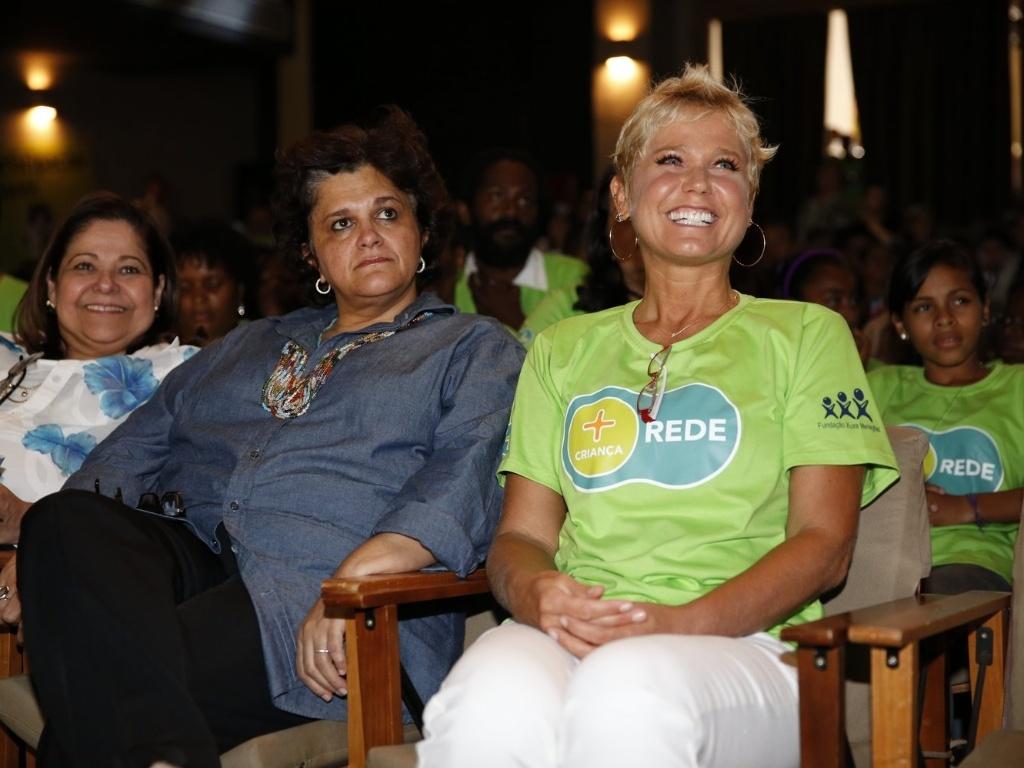 22.mar.2013 - Xuxa e a Ministra do Meio Ambiente, Izabella Teixeira, prestigiaram o lançamento da