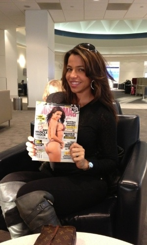 A cubana Vida Guerra está na capa da última edição da revista ?Muscle Magazine?, dessa vez em versão ?Bikini Issue?; com seu corpo malhado, ela se tornou a musa dos fãs de garotas musculosas.