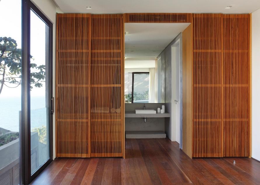 Casa na praia da joatinga rj tem espa os minimalistas e - Armario entrada piso ...