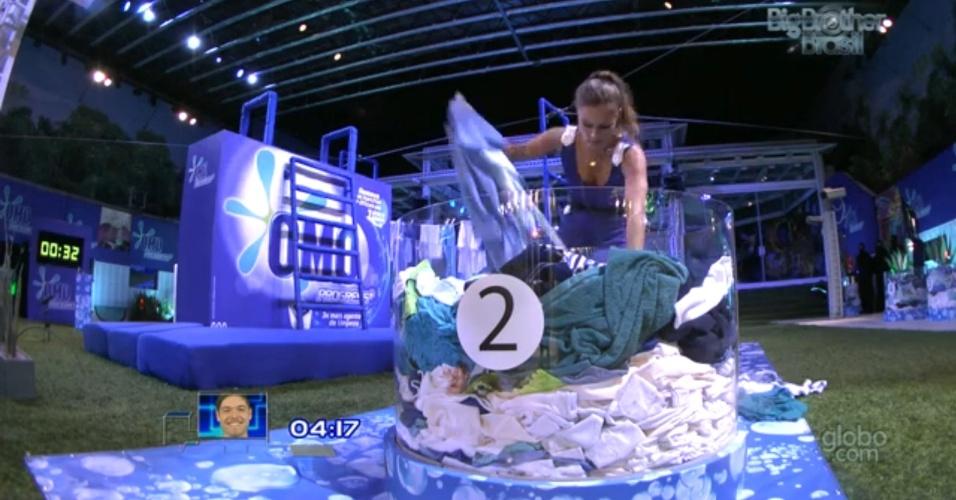 22.mar.2013 - Natália é a segunda a participar e cumpre a prova em 1 minuto e 19 segundos. A gaúcha venceu a prova