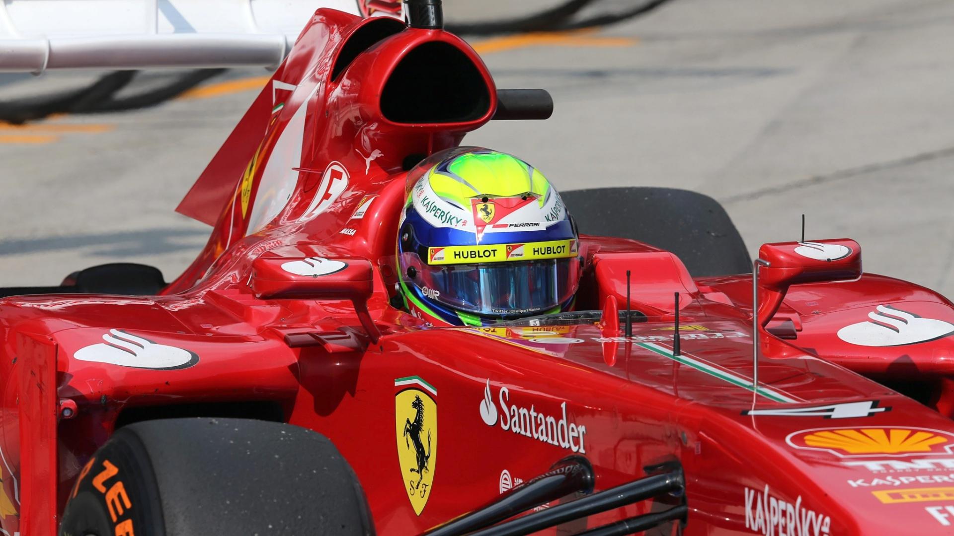 23.mar.2013 - Felipe Massa conduz sua Ferrari pelo circuito de Sepang