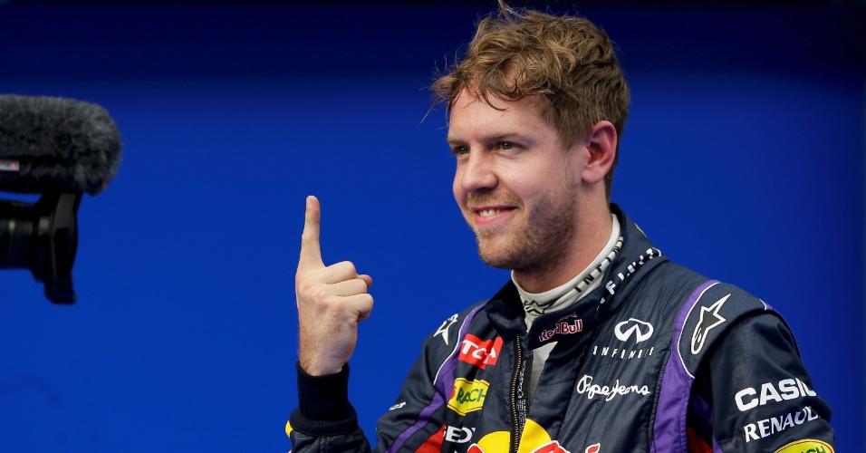 23.mar.2013 - Sebastian Vettel comemora com seu gesto tradicional após obter a pole position no GP da Malásia
