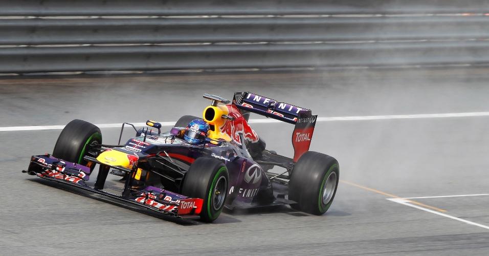 23.mar.2013 - Sebastian Vettel larga na pole position do GP da Malásia