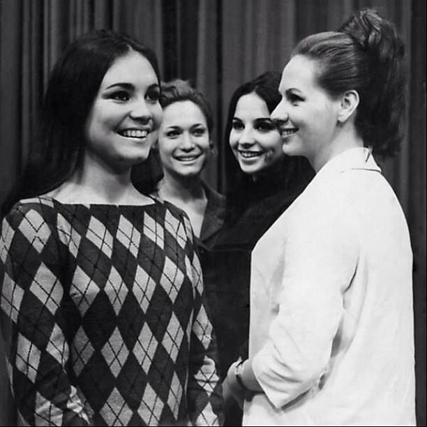 23.mar.2013 - Susana Vieira publicou uma imagem em que aparece com as atrizes Regina Duarte, Maria Izabel e Arlete Montenegro.