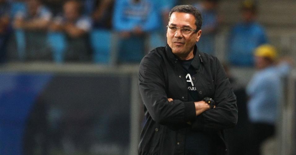 Vanderlei Luxemburgo se preocupa com desgaste de jogadores do Grêmio no Gauchão