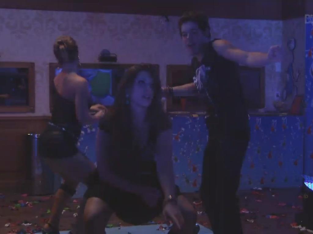 23.mar.2013 - Nasser, Andressa e Natália caem no funk durante a última festa do