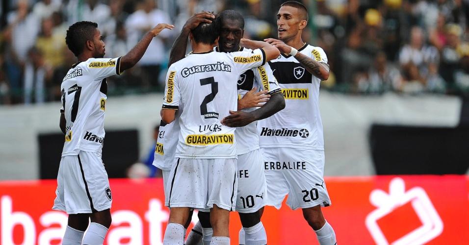 24.03.2013 - Cidinho, Rafael Marques e Seedorf comemoram o segundo gol do Botafogo na vitória sobre o Madureira