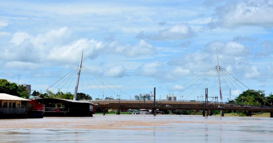 24.mar.2013 - A cheia do rio Acre deixou nove famílias desabrigadas em Rio Branco. Outras 26 famílias precisam ser removidas de suas casas, segundo a Defesa Civil. A enchente foi provocada por fortes chuvas na cabeceira do rio