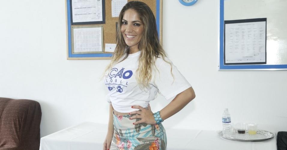 24.mar.2013 - A ex-BBB Anamara participa do Ação Global, em Duque de Caxias, no Rio de Janeiro