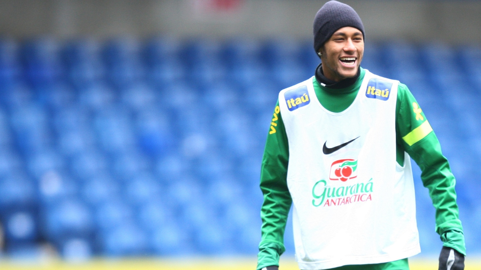 24.mar.2013 - Neymar participa do treino da seleo brasileira, em Londres, neste domingo, para o amistoso contra a Rssia, que acontecer na segunda-feira