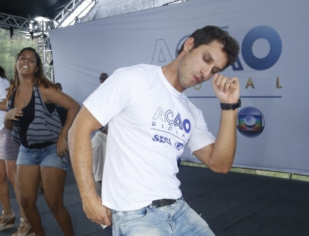 24.mar.2013 - O ex-BBB Eliéser participa do Ação Global, em Duque de Caxias, no Rio de Janeiro