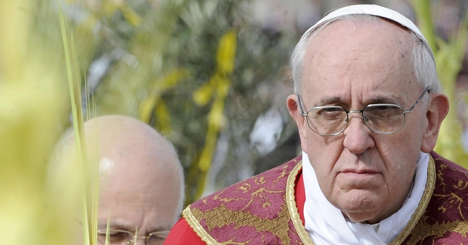24.mar.2013 - O papa Francisco celebra a tradicional missa do Domingo de Ramos, na praça de São Pedro, no Vaticano
