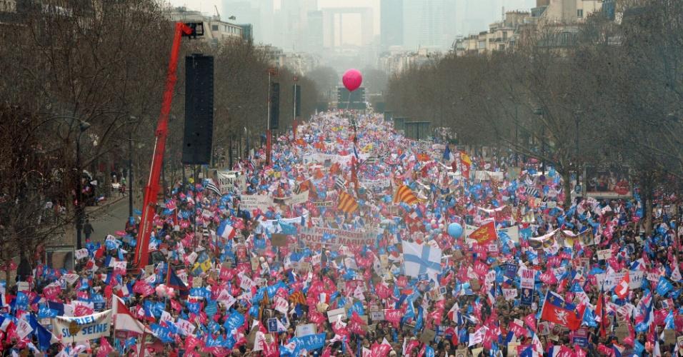 [Imagem: 24mar2013---protestos-reuniram-uma-multi...56x500.jpg]