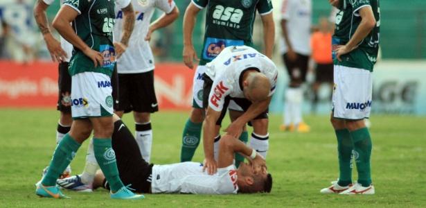 Renato Augusto machucou a coxa direita na partida entre Corinthians e Guarani