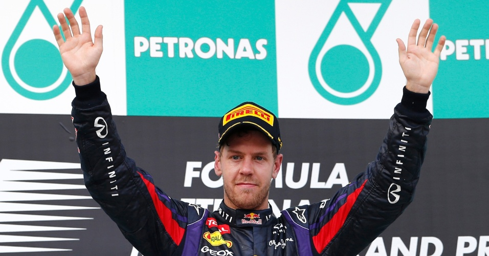 24.mar.2013 - Sebastian Vettel comemora a vitória no GP da Malásia