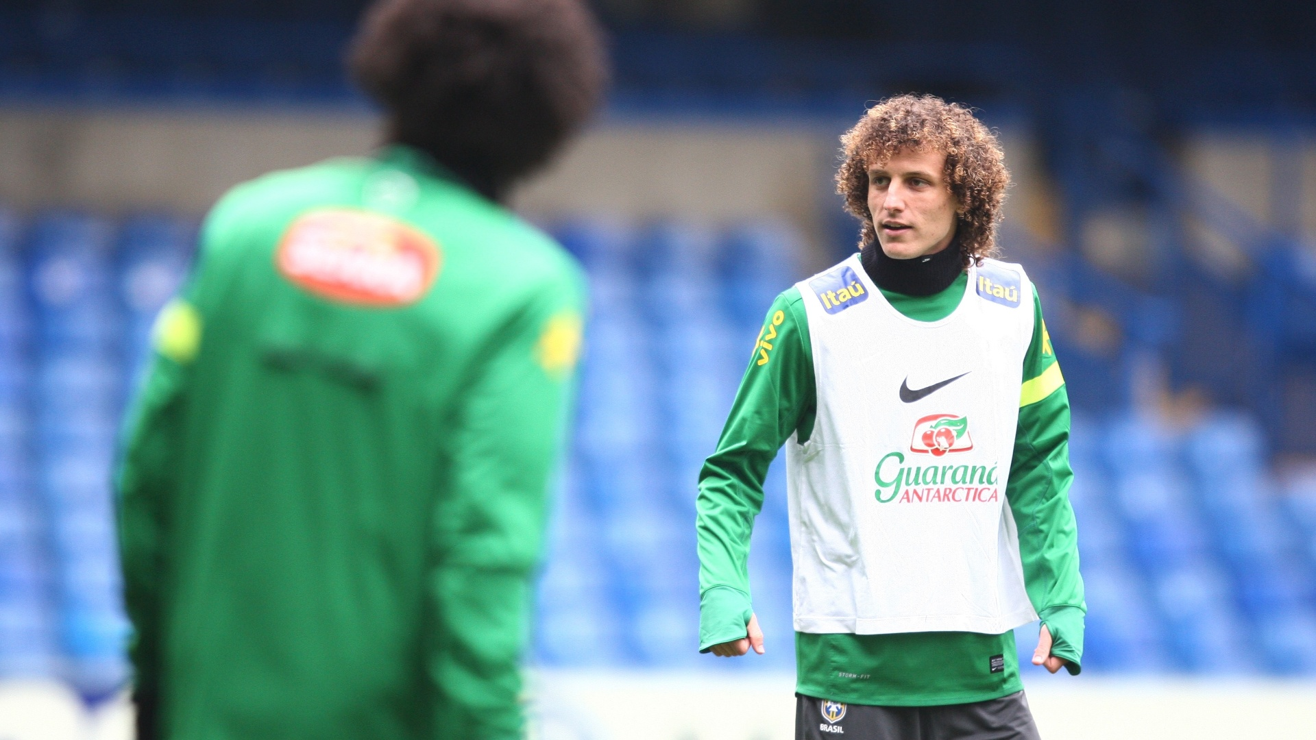 24.mar.2013 - Zagueiro David Luiz, do Chelsea, participa do treino da seleo no estdio da sua prpria equipe, em Londres