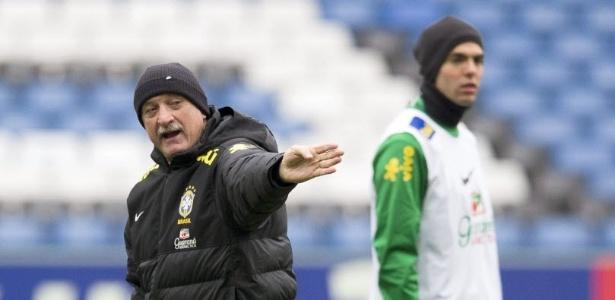 Equipe formada apenas por atletas que atuam no Brasil enfrenta a Bolívia neste sábado