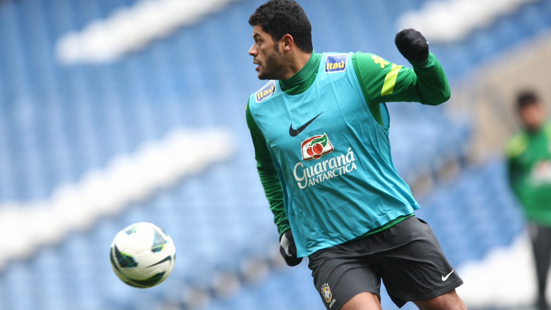 24.mar.2013 - Hulk participa do treino da seleo brasileira, em Londres, neste domingo, para o amistoso contra a Rssia, que acontecer na segunda-feira