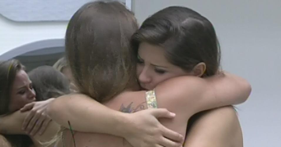 "24.mar.2013 - Andressa se despede de Natália, última finalista do ""BBB13"""