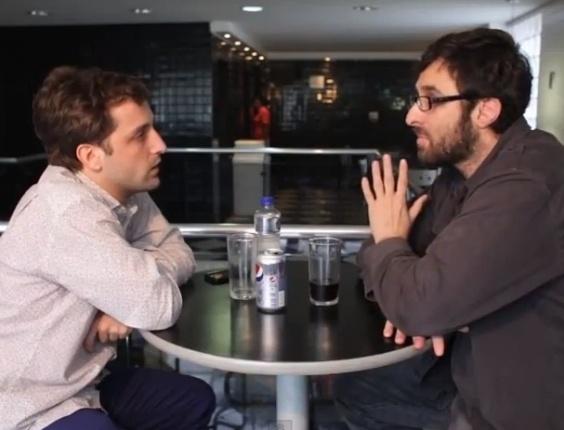 25.mar.2013 - Gregório Duvivier concede entrevista para o humorista Rafinha Bastos