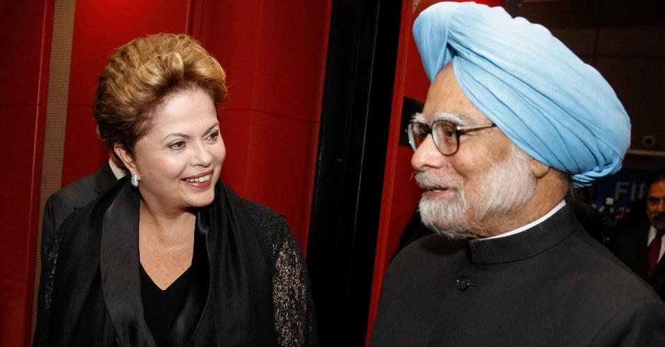 26.mar.2013 - A presidente Dilma Rousseff se encontra com o primeiro-ministro da Índia, Manmohan Singh, durante encontro bilateral em Durban, na África do Sul. A presidente está no país para participar de encontro dos Brics (bloco formado por Brasil, Rússia, Índia, China e África do Sul)