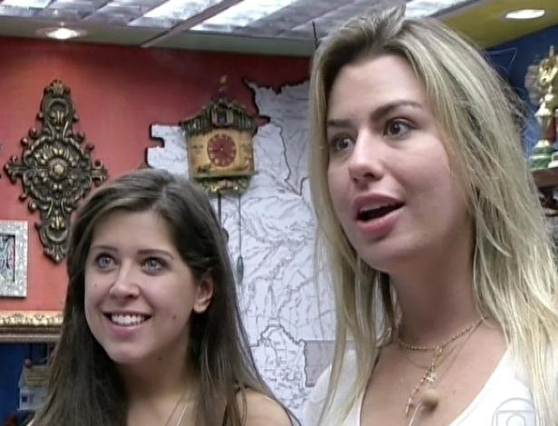 26.mar.2013 - Andressa e Fernanda ficam chocadas ao saber que estão ao vivo no programa