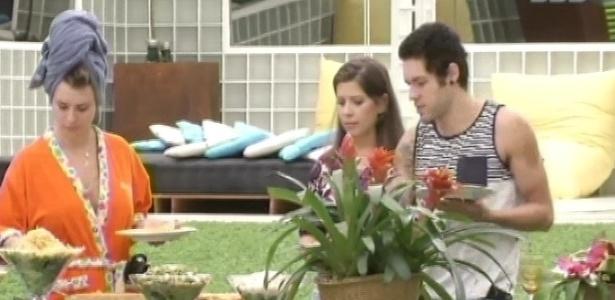 26.mar.2013 - Andressa, Fernanda e Nasser ganham almoço no último dia do