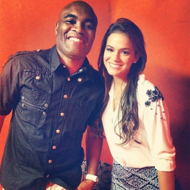 26.mar.2013 - Bruna Marquezine tieta Anderson 