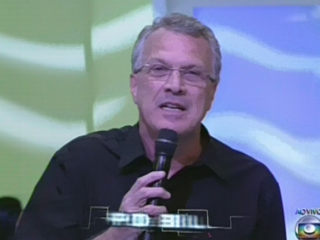26.mar.2013 - Pedro Bial apresenta a final do