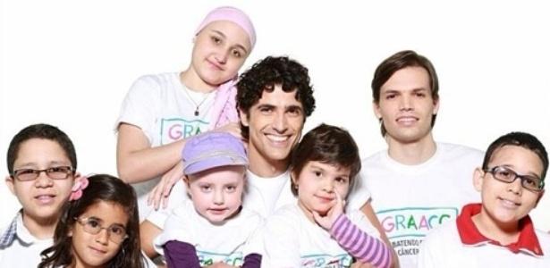 Gianecchini posa para campanha do GRAAC (Grupo de Apoio ao Adolescente e à Criança com Câncer)