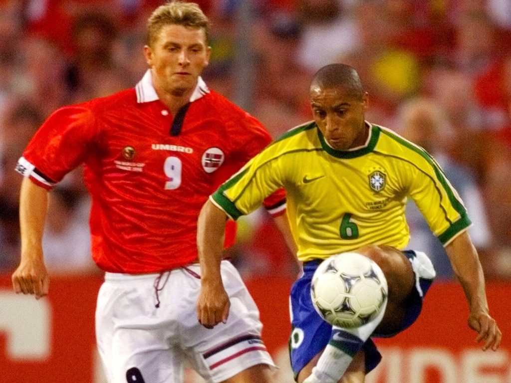 A Noruega que bateu o Brasil na Copa do Mundo de 1998 também levava a marca da Umbro em sua camisa