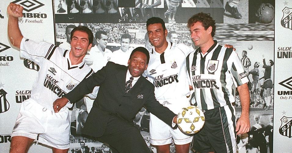 Santos, de Pelé, apresenta seu novo uniforme em 1997, com a marca da Umbro