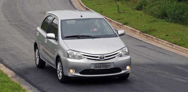 Toyota Etios 1.5 XLS: comportamento dinâmico exemplar, interior raquítico, preço absurdo