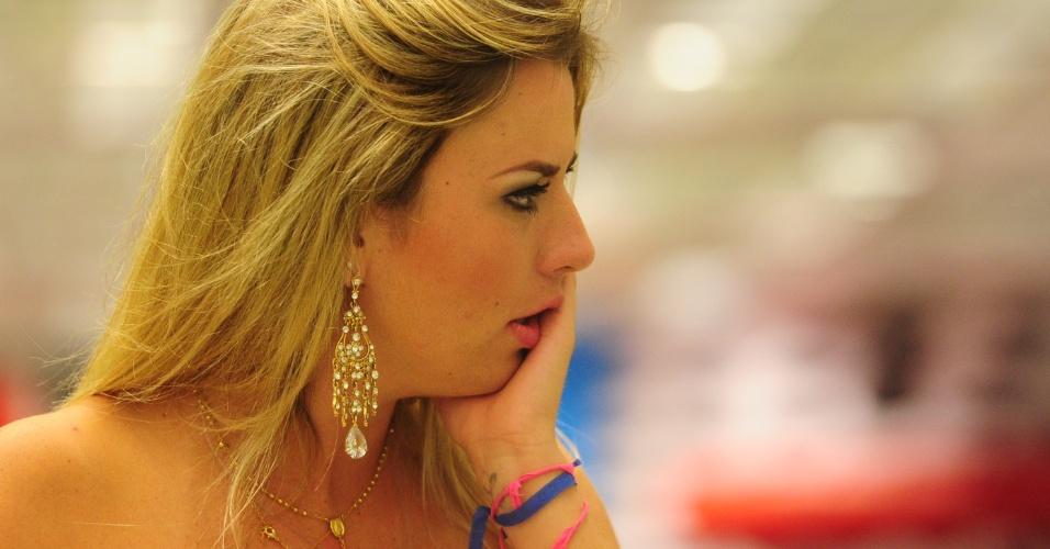 26.mar.2013 - Fernanda também fica emocionada ao assistir o programa final do