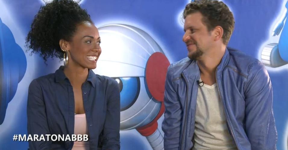 27.mar.2013 - Aline e Aslan respondem a perguntas em bate-papo. A carioca revelou que gostaria de ser reconhecida pelo seu